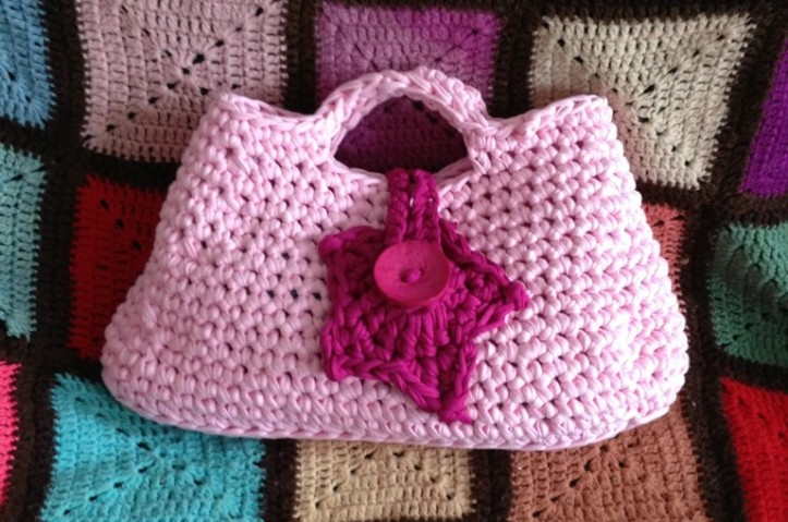 Bag crocheted with Hoooked Zpagetti yarn and 10mm hook